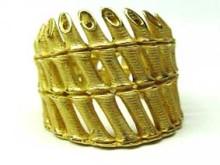 この芸術的な指輪は 88,000円です。