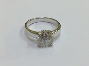 指輪のうでは細目をご希望。