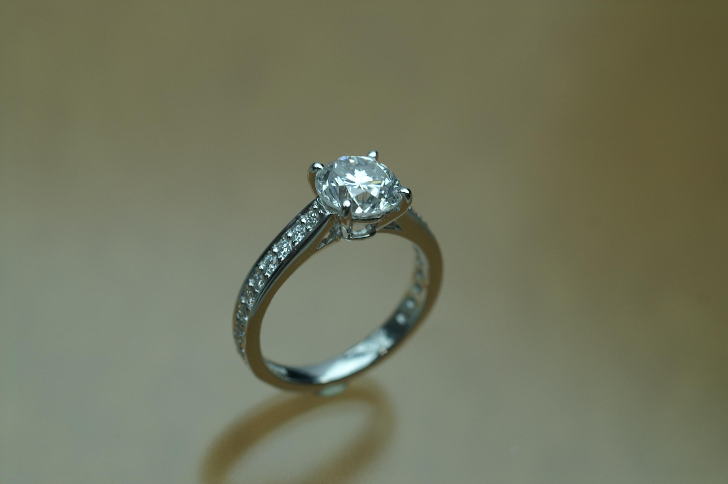 リフォーム後は  皮脂などが落ちてダイヤも綺麗になるので 素晴らしい輝き
