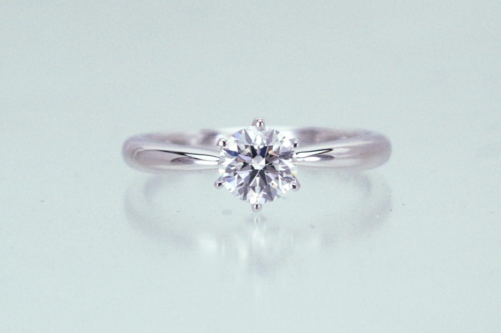 サプライズプロポーズ用のダイヤリングを お客様にお届けしてきました。