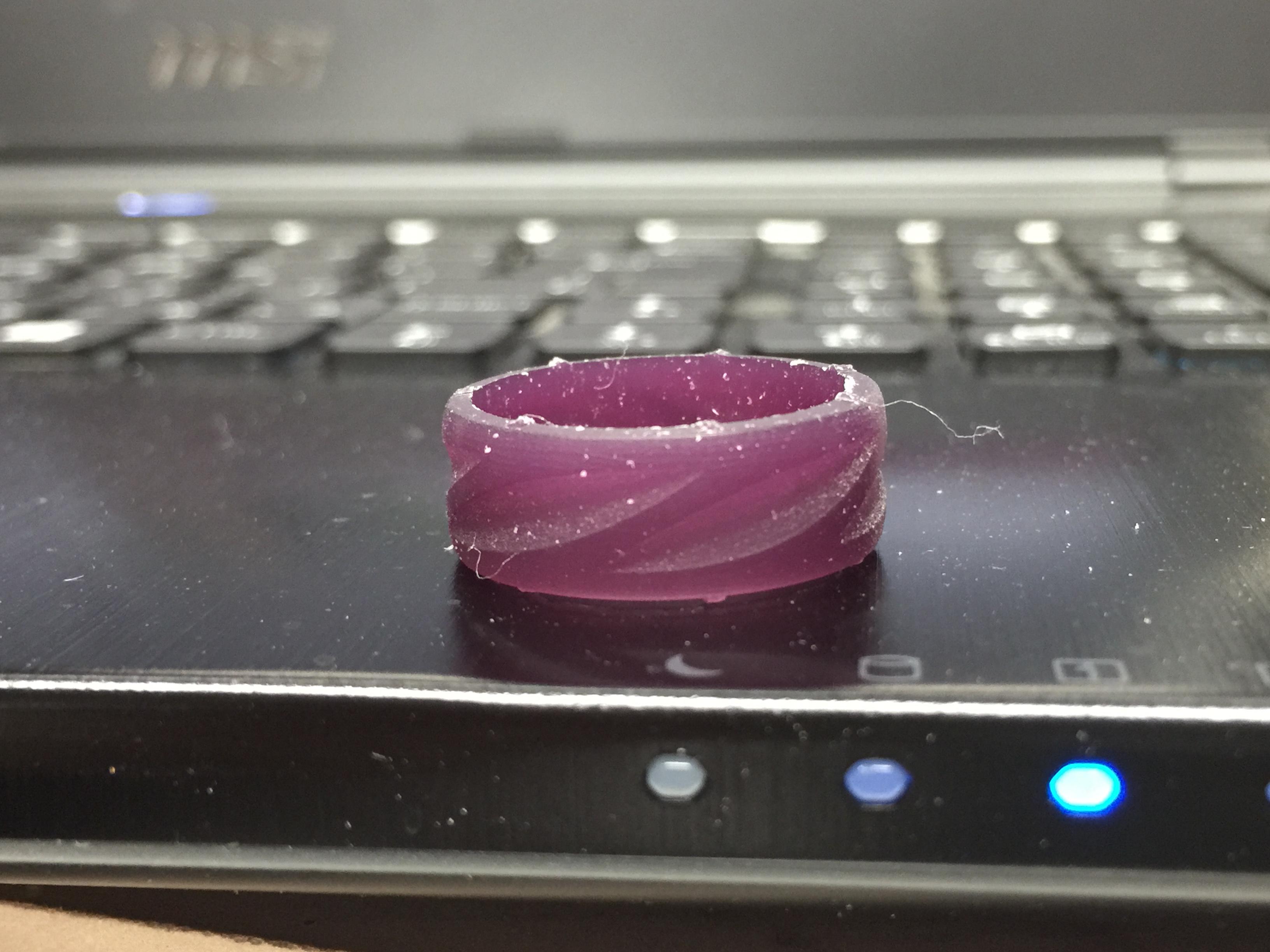 3D-CADでデザインし3Dプリンターで原型を作れば 綺麗に原型を作ることができます。