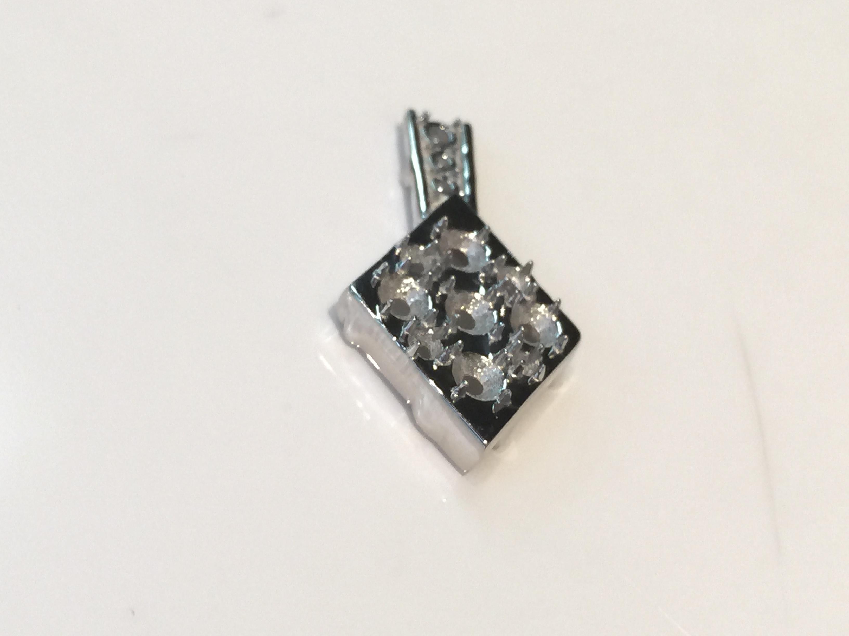 この後 ダイヤを石留して 仕上げ・検品で完成です。