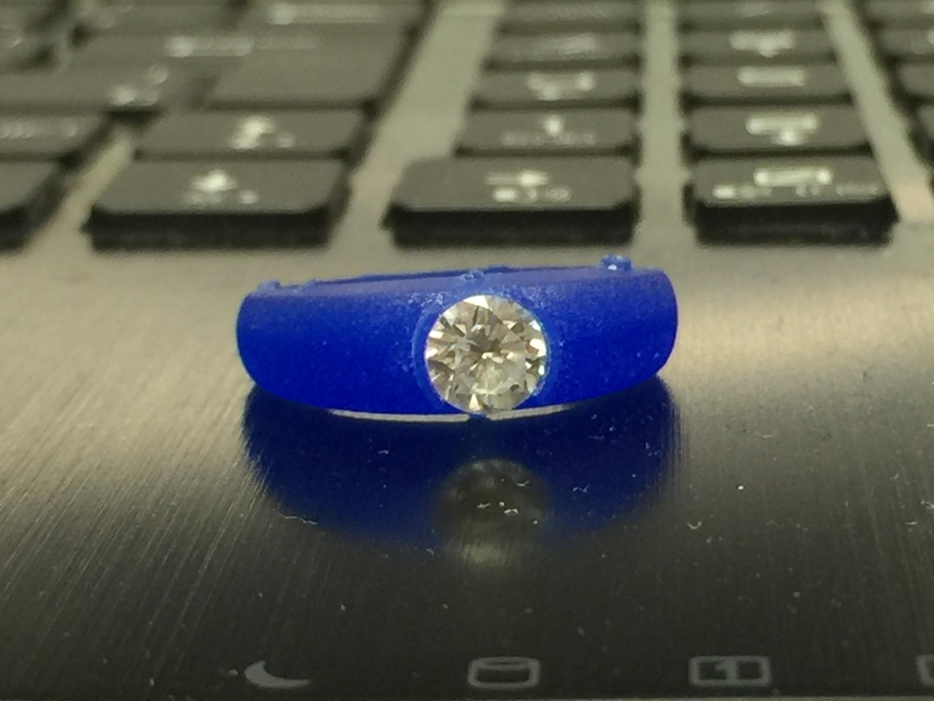 ひとつひとつその素材(ダイヤ)に合わせて ご予算に合わせてつくるのが デジタルジュエリー®のブランドストーリー