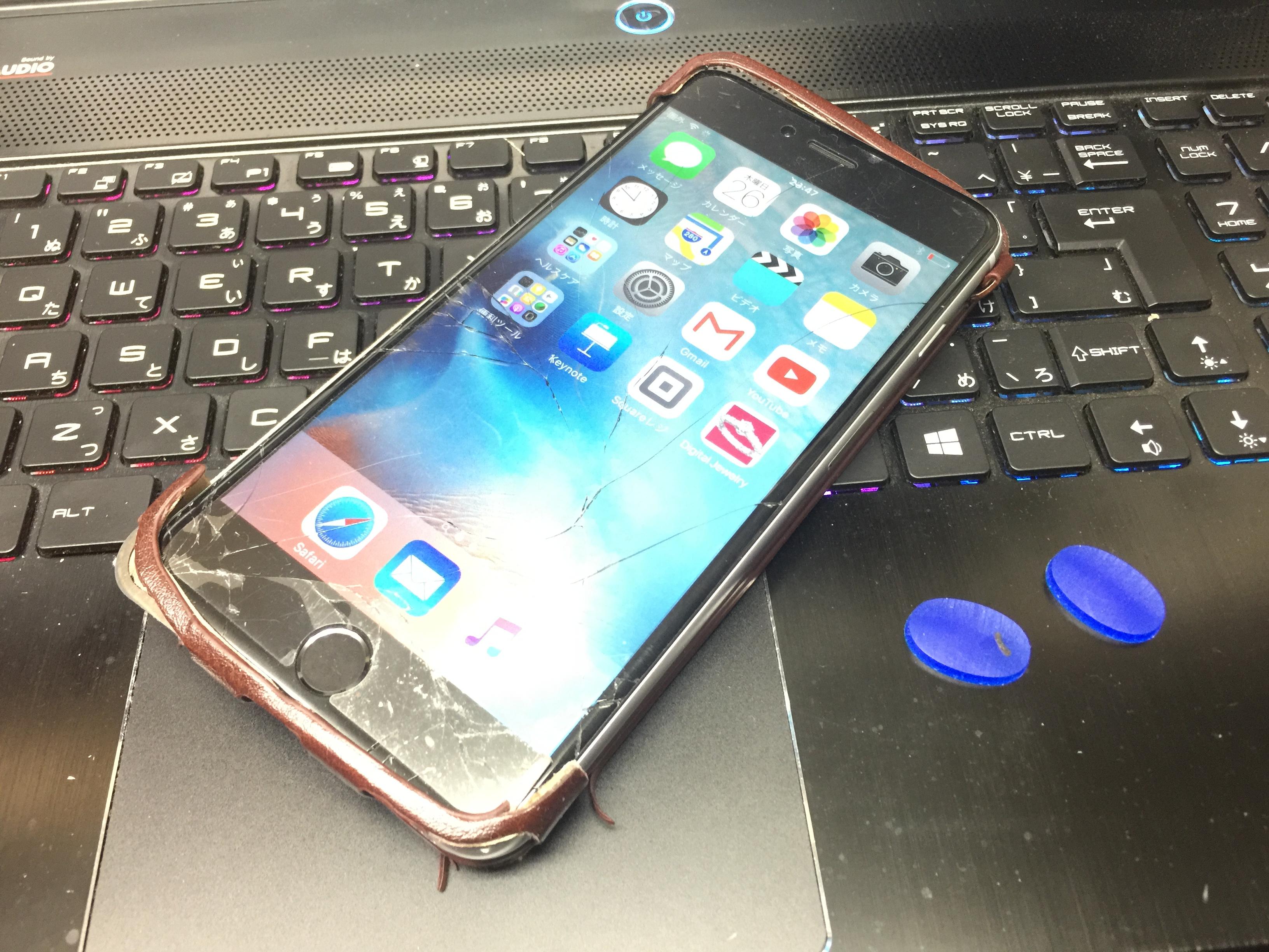 画面 割れているiPhone6 Plusとともに撮影